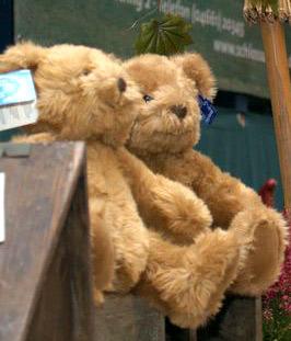 Flensburg – Lions Clubs spenden 100 Teddybären für Rettungswagen