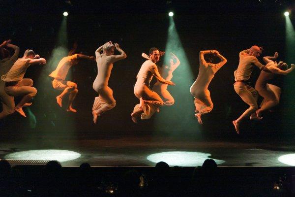 Spektakulum der Artistik in der Fördehalle Flensburg