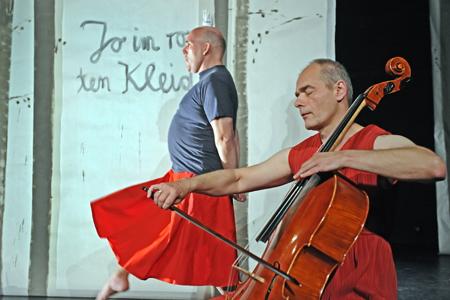 Jo im roten Kleid – das Wochenende im Theater Pilkentafel Flensburg