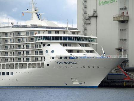 Große Bildergalerie der MS The World in Flensburg – ein Traumschiff am Harniskai
