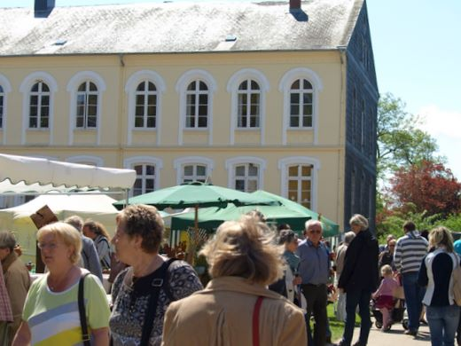 Traditioneller Pfingstmarkt auf Gut Oestergaard in Steinberg