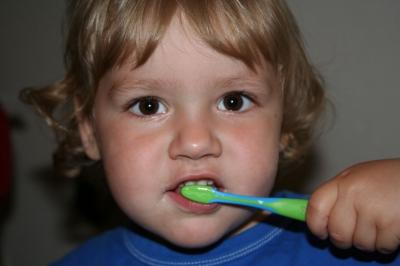 Karius und Baktus sind auch in Flensburg zu Hause – Kinder lernen spielerisch Mundhygiene