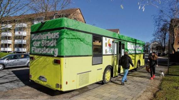 Bücherbus-Zirkus an der Hafenspitze in Flensburg