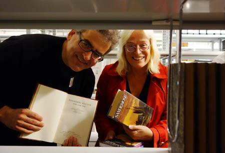 Flensburger Hochschulbibliothek erhält 3000 skandinavistische Bücher als Geschenk