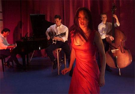 Singende Schauspielerin im Flensburger Kühlhaus: Margaux & die Banditen