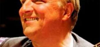 Tatort Kommissar Axel Prahl singt in der Flens Arena