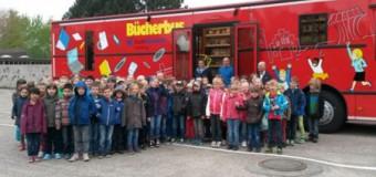Ab sofort ist das feuerrote Büchermobil in Flensburg unterwegs