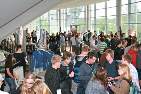 Voller Hörsaal beim 1. Studien-Info-Tag an der FH Flensburg