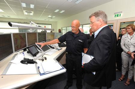 Reimer Böge besuchte Leitstelle Nord und die Berufsfeuerwehr Flensburg