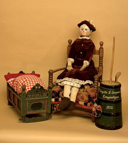 Neue Ausstellung auf dem Museumsberg: Verspielt! Kinderspielzeug aus Flensburg