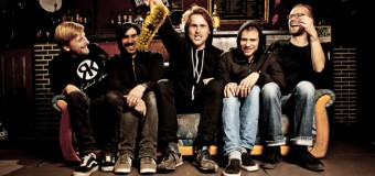 Live im Volksbad Flensburg: Robinson Krause, Affenmesserkampf & Zoi!s