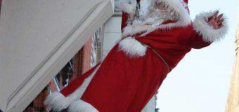 Kinners, aufgepasst! Morgen ist Weihnachtsmannwecken in der Großen Straße in Flensburg